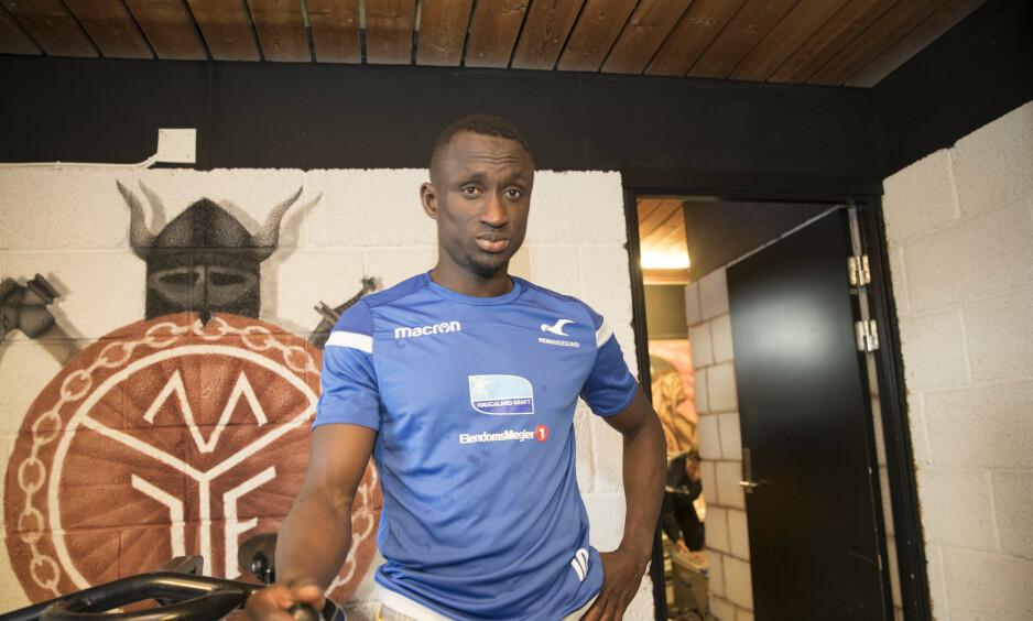 FORTSETTER I FKH: Ibrahima Wadji. Her etter en av de siste kampene han spilte i årets sesong, borte mot Mjøndalen. Foto: Terje Bendiksby / NTB scanpix