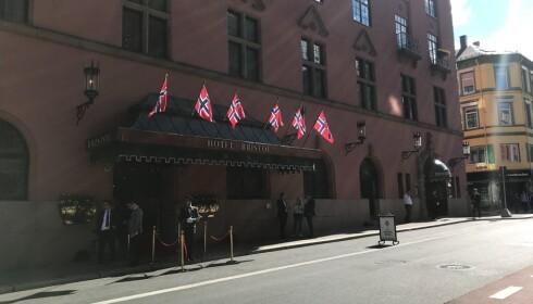 GIFTER SEG: Paret gifter seg på Hotel Bristol i Oslo. Foto: Amanda Walnum / Dagbladet