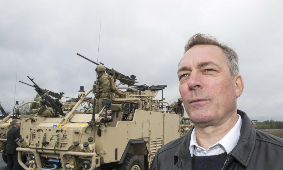 BEKYMRET: Forsvarsminister Frank Bakke-Jensen (H) er bekymret over den eksplosive konflikten mellom Iran og USA. Her er forsvarsministeren på Rena Leir. Foto: NTB Scanpix