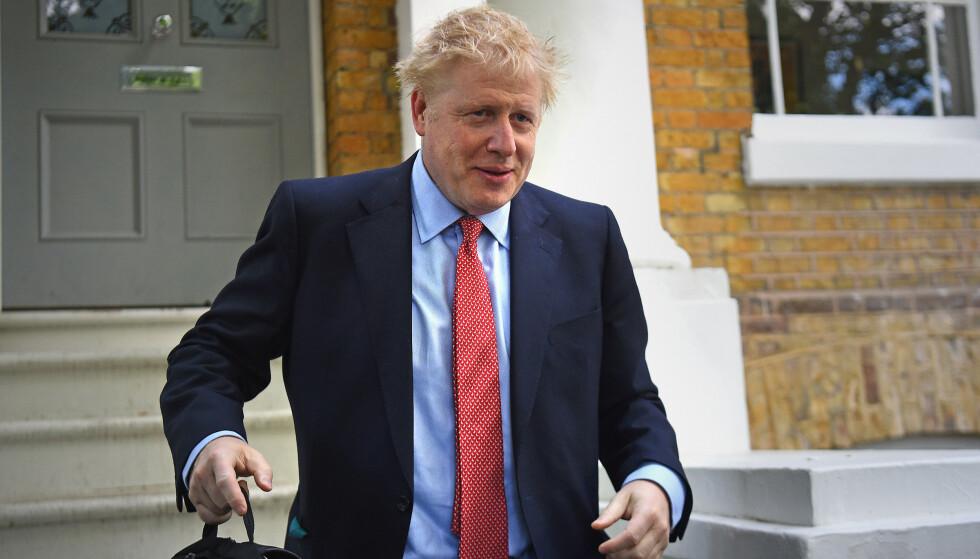 <strong>HJEMME:</strong> Her er Boris Johnson på vei fra hjemmet sitt i Sør-London. Foto: Kirsty O'connor / Pa Photos