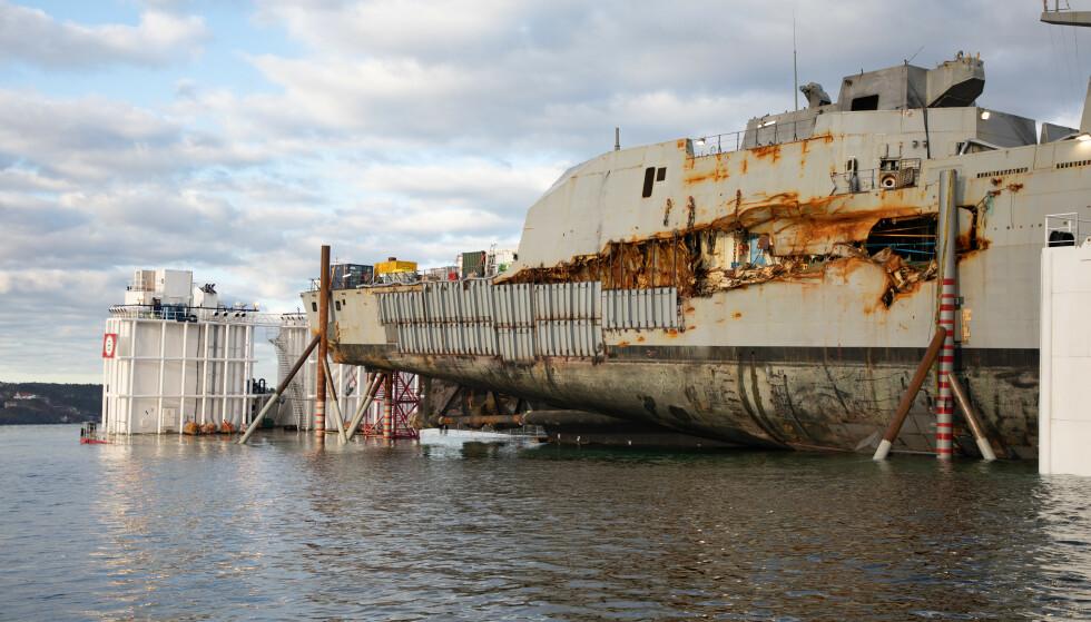 SKROTES: KNM «Helge Ingstad» blir ikke satt på sjøen igjen. Foto: NTB Scanpix