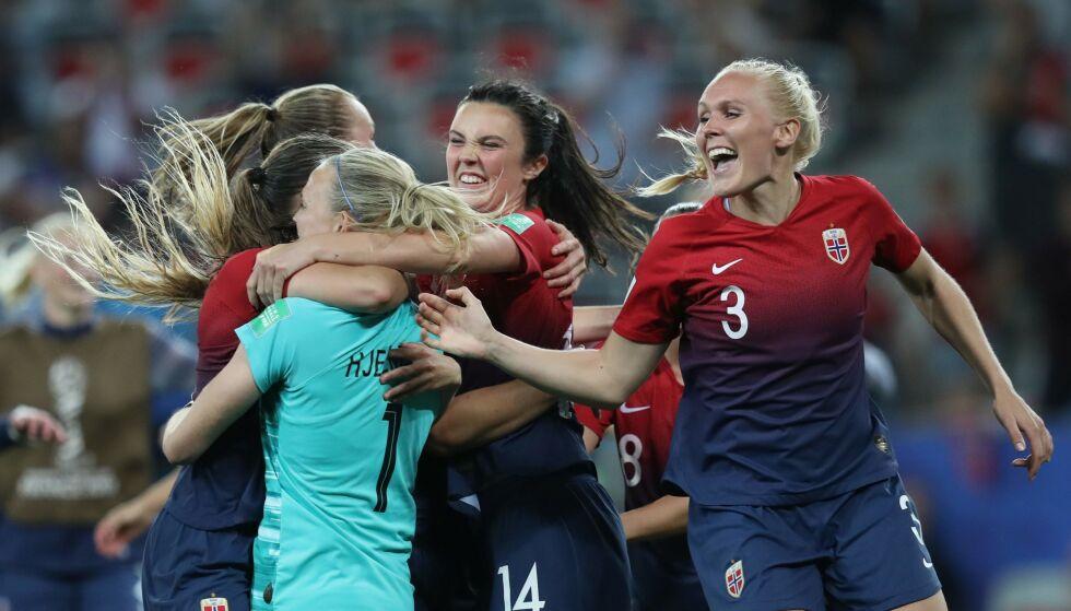 MØTER ENGLAND: Tøff motstand venter Norge i kvartfinalen i fotball-VM. Foto: Photo by Valery HACHE / AFP