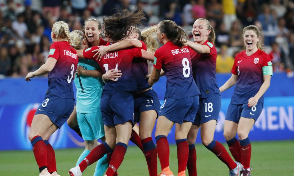 JUBEL: Norge er videre til VM-kvartfinale etter straffekonkurranse. Foto: Terje Bendiksby / NTB scanpix