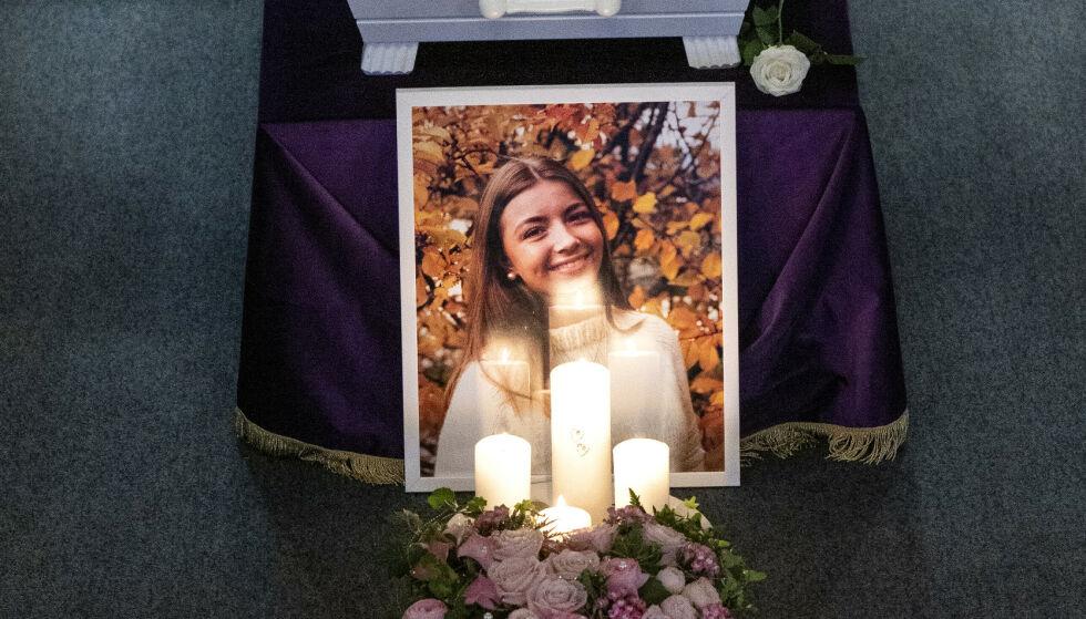 DREPT: 16-årige Laura Iris Haugen ble knivdrept av den tiltalte 17-åringen 31. oktober i fjor. 14. november ble hun begravd. Foto: Tore Meek / NTB Scanpix