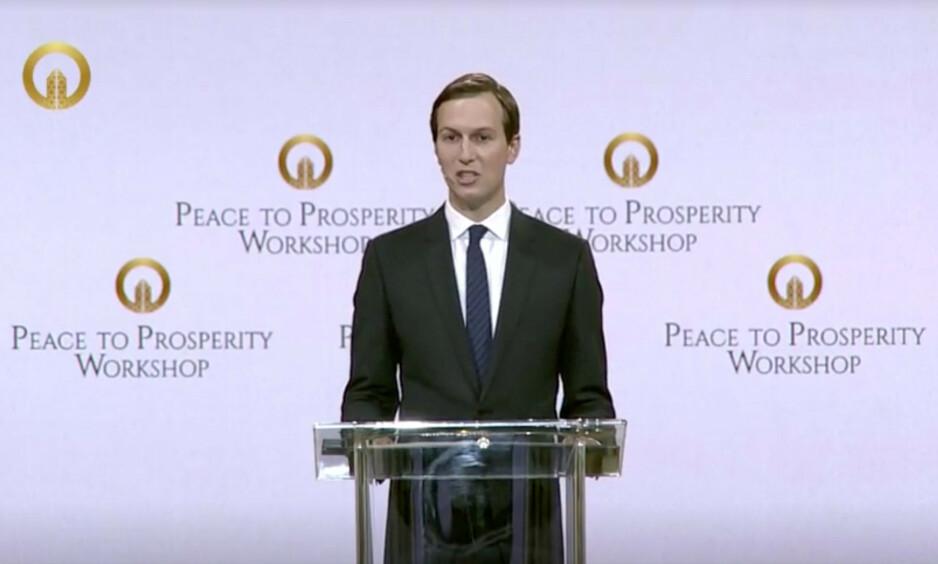 VIL LAGE FRED: Donald Trumps svigersønn, Jared Kushner, har fått oppgaven om å lage fred i Midtøsten, og holder en todagers konferanse i Bahrain. Den går under navnet Fred til velstand. Foto: Reuters TV / Scanpix