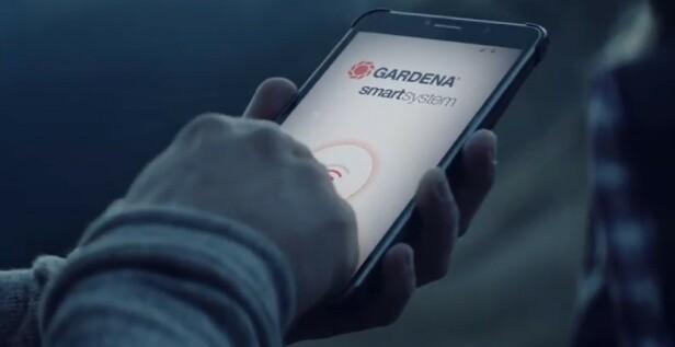 <strong>STYRES MED APP:</strong> Appen Gardena Smart System gir deg full kontroll, selv når du er bortreist.