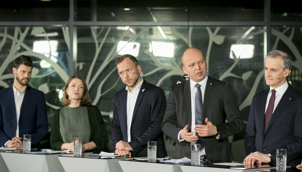 NYE TIDER: SV har ambisjon om å være navet på den rødgrønne siden av politikken: Et usekterisk venstreparti som kan kommunisere og samarbeide både med Ap, Sp, MDG og Rødt. På bildet: Partilederne Bjørnar Moxnes, Une Aina Bastholm, Audun Lysbakken, Trygve Slagsvold Vedum og Jonas Gahr Støre under «Debatten» på NRK i januar. Foto: Vidar Ruud / NTB scanpix