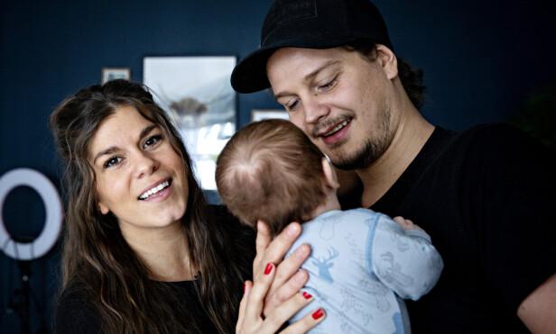 KOMBINERT FERIE: Kristin Gjelsvik og Dennis Poppe sammen med sønnen Falk. Foto: Nina Hansen / Dagbladet