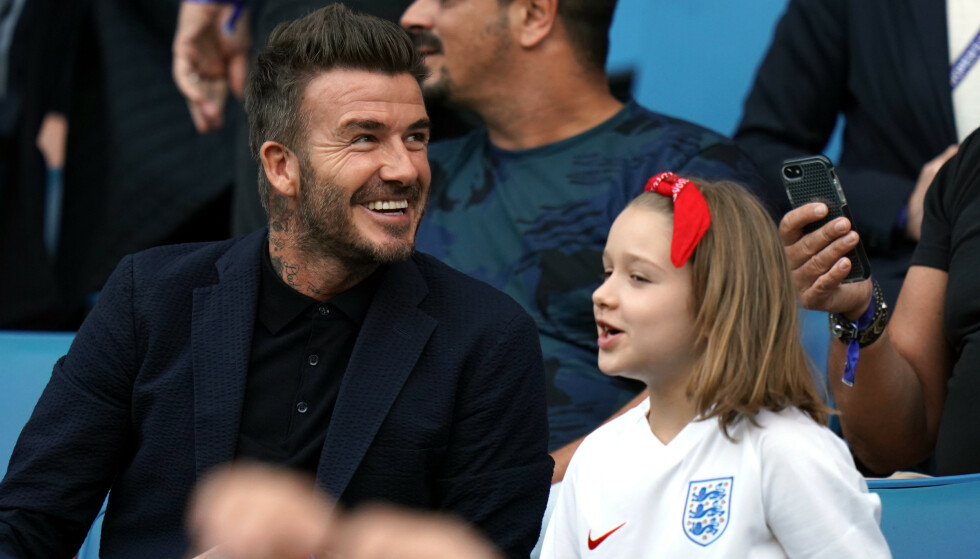 PÅ PLASS: David Beckham og datteren Harper Seven (7) fulgte med på kvartfinalen mot Norge. Foto: NTB Scanpix