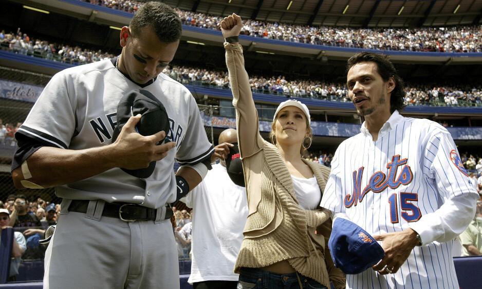 FØRSTE MØTE: I 2005 møtte Jennifer Lopez og hennes daværende ektemann, Marc Anthony, sangstjernens nåværende kjæreste, Alex «A-Rod» Rodriguez, under en baseballkamp på Shea Stadium i New York. Nå røper førstnevnte hva som skjedde under møtet. Foto: NTB Scanpix