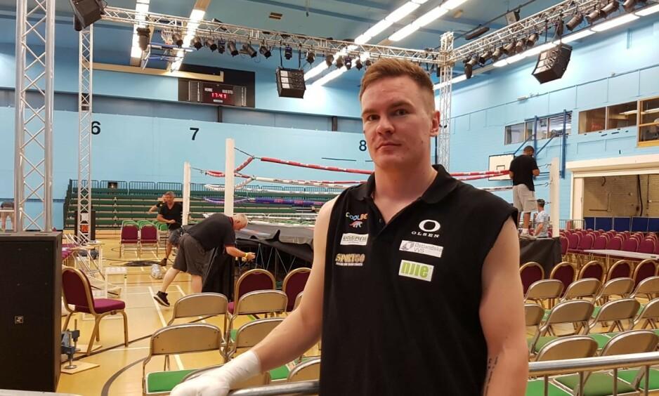 AVLYST: Alexander Hagen i Bracknell Sports Centre. Foto: Privat.