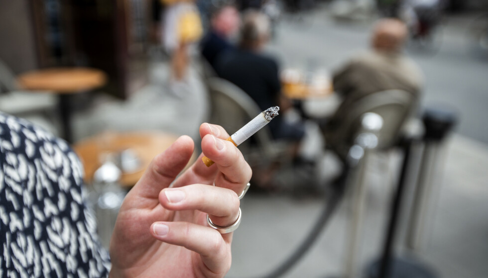 RØYKEFORBUD: Sverige innfører nå forbud mot røyking på en rekke offentlige plasser. Bollestad mener Norge må legge seg på samme linje. Foto: Magnus Andersson / TT / NTB Scanpix