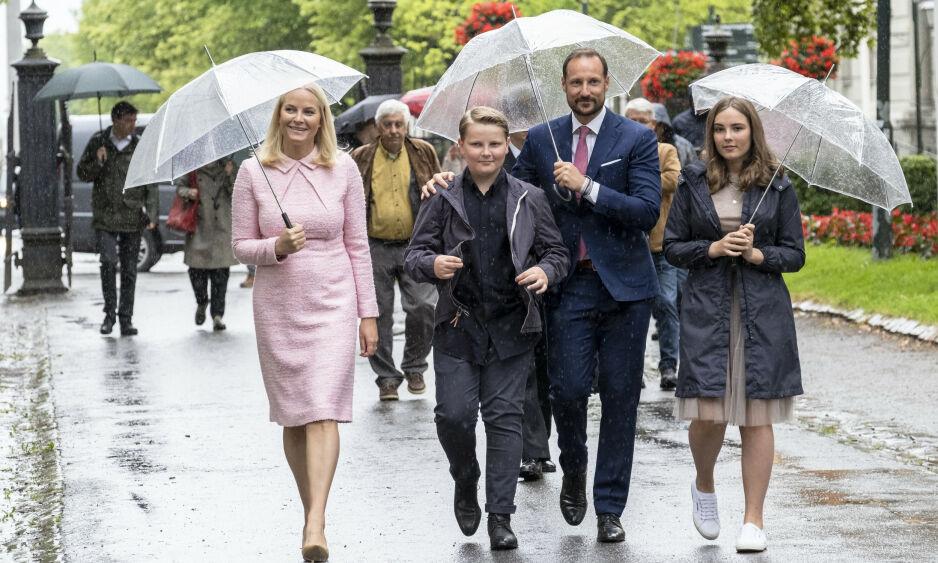 TRØNDERVÆR: Kronprinsfamilien til stede ved messe i Nidaros domkirke søndag. Ruskeværet fortsetter i Trøndelag denne uka. Foto: Ned Alley / NTB scanpix