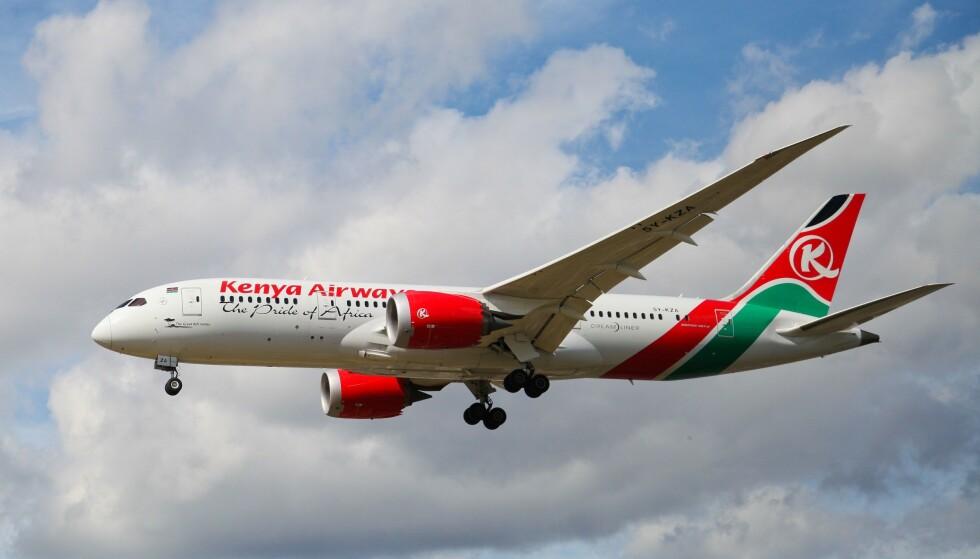 FALT I DØDEN: En mannlig blindpassasjer omkom søndag etter å ha falt i døden fra et Kenya Airways-fly. Foto: Dinendra Haria / REX / NTB Scanpix