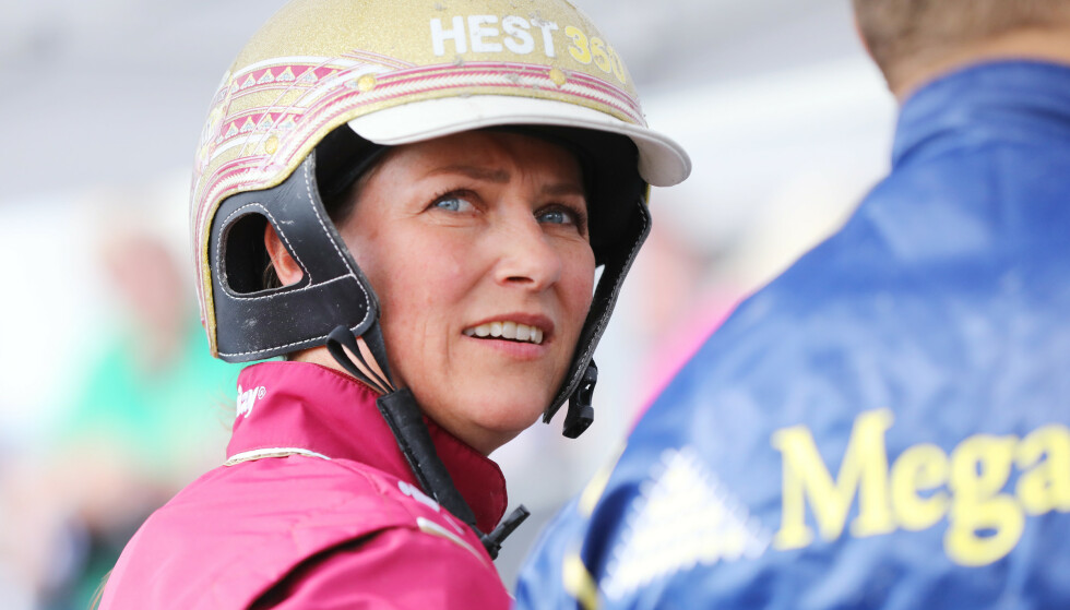 AVTALE. Prinsesse Märtha Louise kjørte sitt første travløp som kusk på Bjerke Travbane etter avtalen mellom Hest360 og Rikstoto. Foto: Ørn Borgen / NTB scanpix