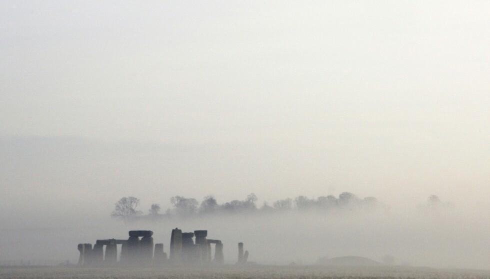 ROAD TRIP: Noen ganger er det bare en helt okay reise å la historiebøkene bestemme hvor turen skal gå, blant annet i England med bil. Der mytiske Stonehenge serlvsagt står på ruteplanen. Foto: NTB Scanpix.