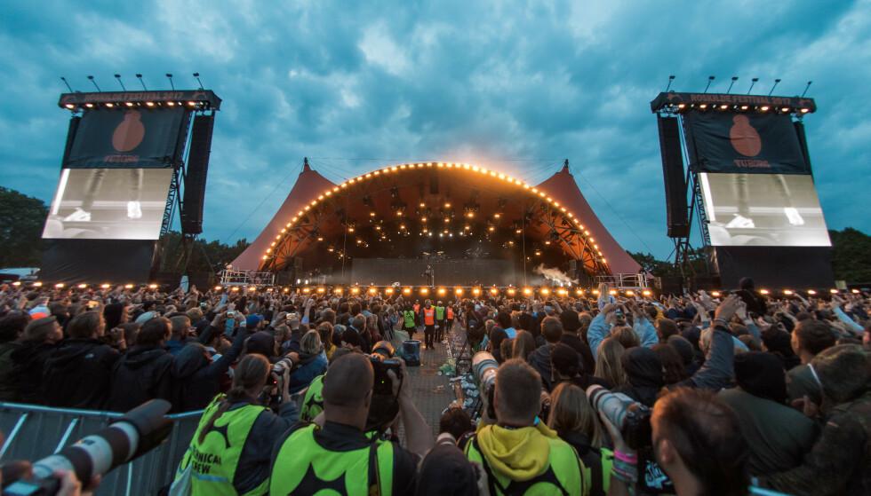 I GANG: Roskilde-festivalen åpnet dørene for festivalgjester lørdag. I dag starter hovedprogrammet på blant annet Orange-scenen (bildet). Foto: NTB Scanpix