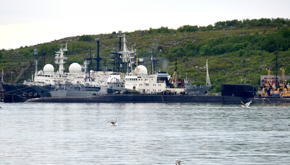 UBÅT: Bildet, som er tatt i går, viser en uidentifisert ubåt som ligger til kai i Sevoromorsk i Russland. Foto: Kseniya GAPONKO / AFP / NTB Scanpix