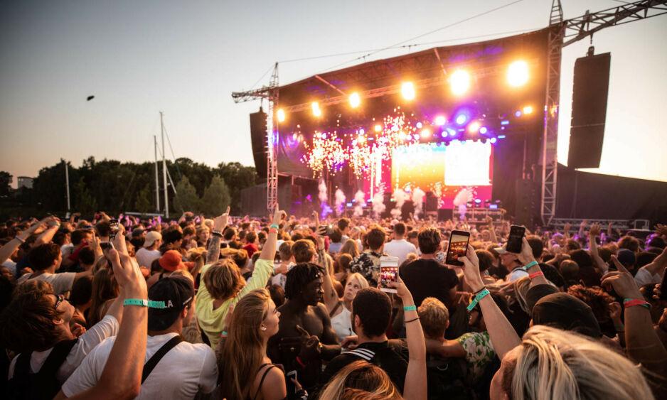 KADETTEN: Politiets tilstedeværelse på musikkfesten Kadetten i Sandvika er ulovlig, mener jusprofessor. Foto: Kadetten