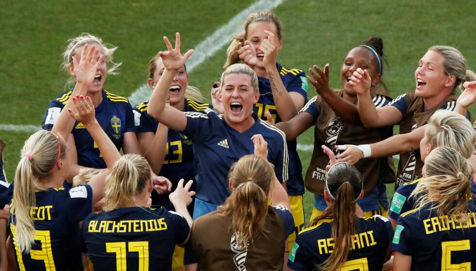 TIL SEMIFINALEN: Sverige jubler for avansement til semifinalen etter seier mot Tyskland. Det gjorde nederlenderne også. Foto: NTB scanpix