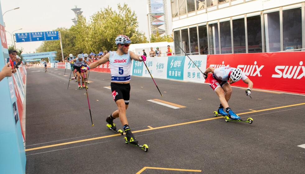TETT: Johannes Høsflot Klæbo vant sprinten i Kina i dag hårfint foran Ragnar Bragvin Andresen.     Foto: Ole Magnus Kinapel/Norges Skiforbund / NTB scanpix