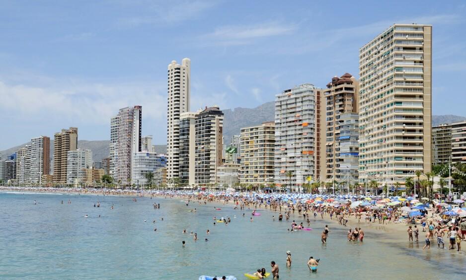 OMKOM: To menn omkom i forsøket på å få en selfie på Costa Blanca i Alicante. Foto: REX/NTB Scanpix