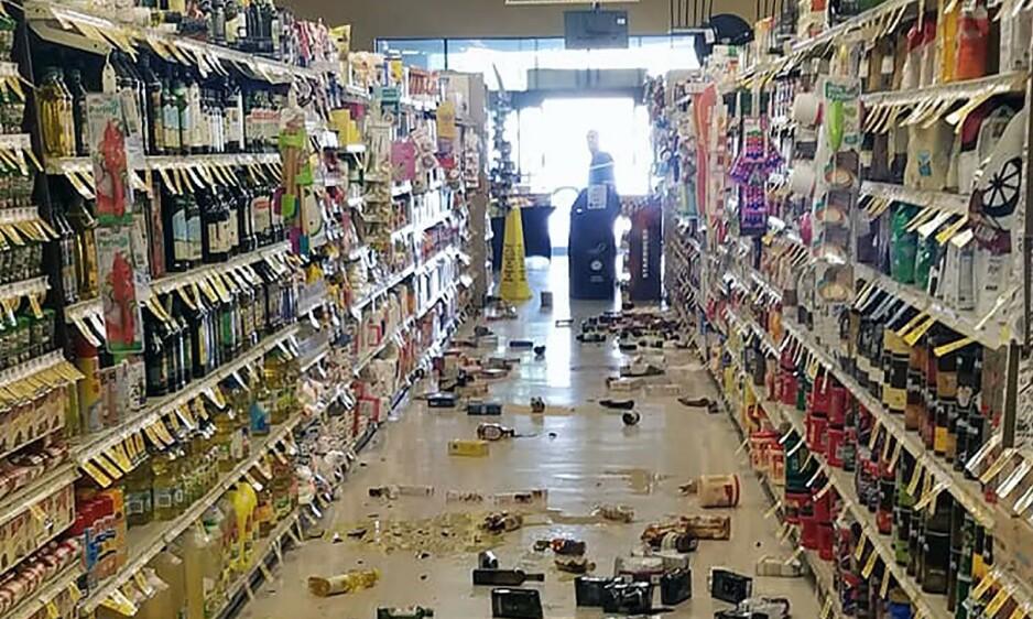 SKADER: Dette bildet viser skadene etter jordskjelvet inni en butikk i Lake Isabella i California. Foto: Rex Emerson/AFP/NTB Scanpix