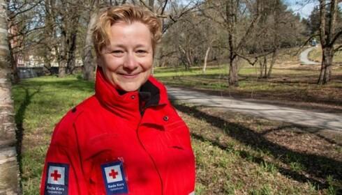 VÆR FORBEREDT: Kjersti Løvik, landsrådsleder i Røde Kors Hjelpekorps, synes ikke at snøvær burde komme som en overraskelse på fjellturen i sommer. Foto: Røde Kors