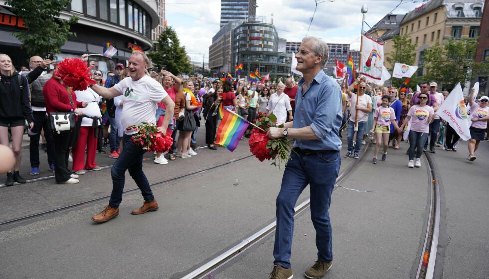 DANSET: Byrådsleder i Oslo Raymond Johansen og leder i Arbeiderpartiet Jonas Gahr Støre i Pride-paraden. Foto: Fredrik Hagen / NTB scanpix