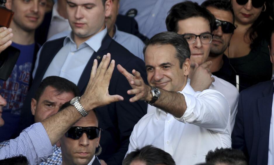 NY STATSMINISTER? Opposisjonsleder Kyriakos Mitsotakis fra borgerlige Nytt demokrati har akkurat avlagt stemme i Aten. Han blir etter alt å dømme Hellas' nye statsminister etter å ha lovet å få fart på økonomien med store skattekutt. Foto: Petros Giannakouris / AP / NTB scanpix