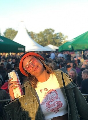 RYDDET OPP: Tonje Garberg Bornstedt var i år på Roskilde-festivalen for tredje gang. Mens hun tidligere har latt telt, luftadrass og campingstol ligge igjen på festivalområdet, tok hun i år campingutstyret med hjem igjen. Foto: Privat