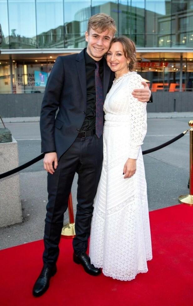 PREMIERE: Tarjei Sandvik Moe med motspiller Andrea Bræin Hovig (45) på premieren til filmen de spiller i sammen. Foto: Andreas Fadum / Se og Hør