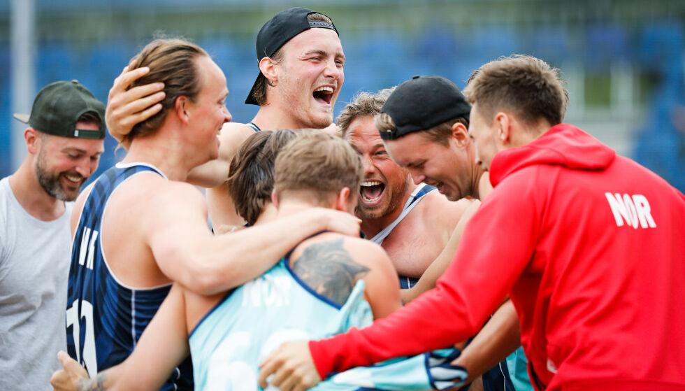 TAP: Norges landslag i sandhåndball for menn måtte se seg slått 2-0 av Danmark i EM-finalen søndag, men kan glede seg over sin første mesterskapsmedalje.  Foto: Uros Hocevar / EHF / NTB scanpix