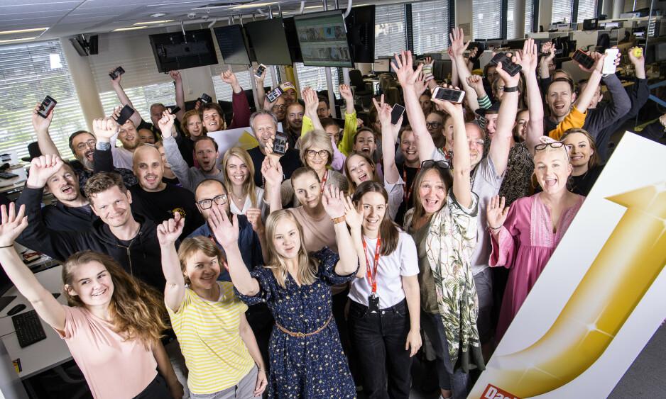 GODE TALL: En stolt Dagbladet-redaksjon feirer sterk vekst for avisas digitale flater. I juni registrerte Dagbladet 41 prosent økning i daglig unike brukere og 46 prosent vekst i sidevisninger, sammenlignet med juni i fjor. Foto: Lars Eivind Bones / Dagbladet