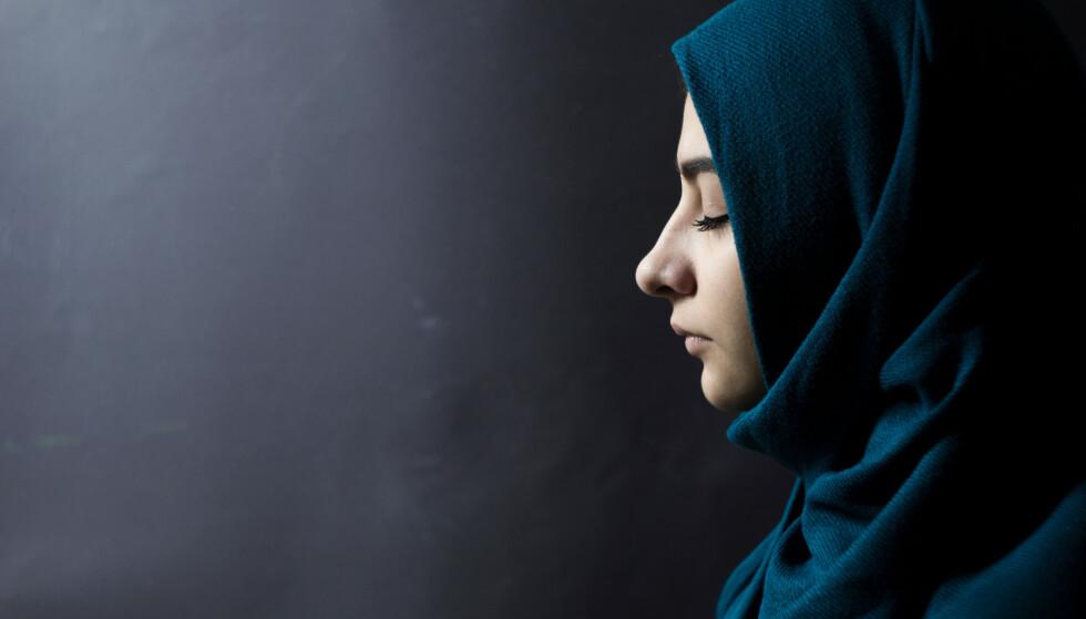 MOBBING OG UTESTENGING: Ei ung somalisk kvinne forteller at da hun tok av hijaben for noen år siden, var det flere av hennes venninner som kuttet ut kontakten med henne og på voksenopplæringen hun gikk ble hun mobbet og utestengt av de andre elevene, skriver spaltisten. Foto: NTB scanpix