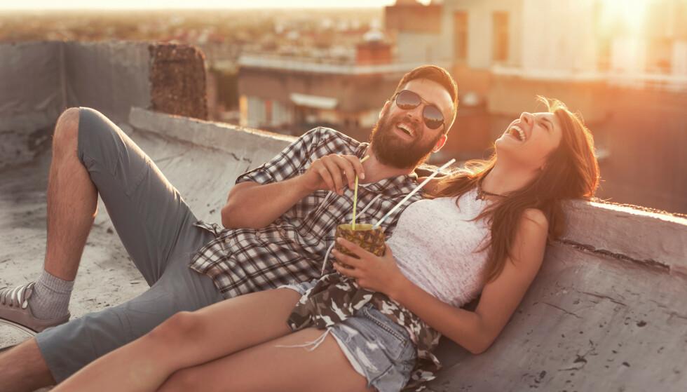 Sommerflørt: Kanskje er det også på tide å legge ned sjekkeappene, og se virkeligheten i øynene for å finne lykken i sommer. Illustrasjonsfoto: NTB Scanpix