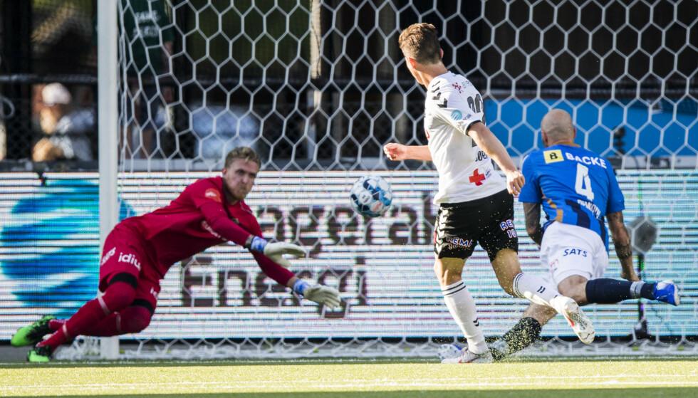 SATTE TO: Torgeir Børven scorer for Odd i eliteseriekampen i fotball mellom Odd og Stabæk på Skagerak Arena. Foto: Trond Reidar Teigen / NTB scanpix