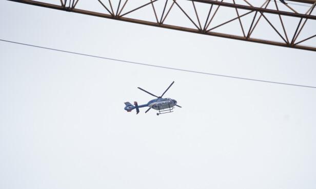 POLITIHELIKOPTER: Politiet brukte helikopter i aksjonen. Foto: Fredrik Hagen / NTB scanpix