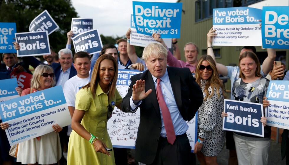 MØTER VEGGEN: Boris Johnson i kamp for å bli britisk statsminister i Maidstone 11. juli. Han vil ha nye forhandlinger med EU, men EU har forlengst sagt nei. Foto: Henry Nicholls/ Reuters / NTB Scanpix