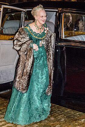 NYTTÅRSKUR: Den årlige Nyttårskuren på Amalienborg er en gammel, og svært «stiv» tradisjon. Her er dronning Margrethe avbildet da hun ankommer Amalienborg for det storslåtte selskapet i 2018. Foto: NTB Scanpix