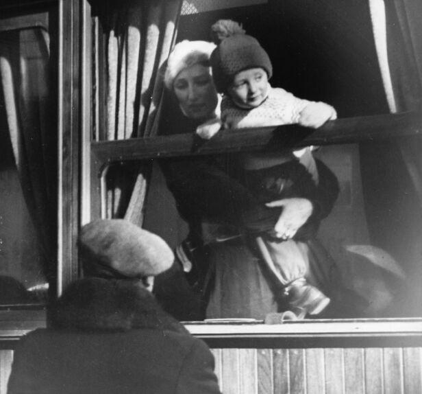TOK TOGET: Da kronprinsfamilien skulle på påskeferie i 1939, tok kronprinsesse Märtha, kronprins Olav og prins Harald toget. Foto: NTB Scanpix