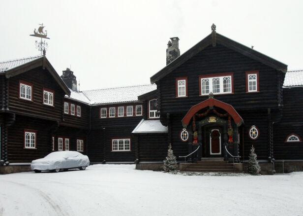KONGSSETEREN: Kongevillaen, i dag kalt Kongsseteren, ligger på Voksenkollen i Oslo. Den sto ferdig i 1910. Kong Haakon fikk i sin tid nei da han ba om midler til oppussing av boligen. Den ble sist pusset opp for flere år siden. Foto: NTB Scanpix