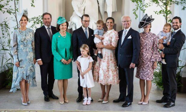 SAMLET: I tillegg til apanasje når de representerer kongehuset, lever kongens barn og barnebarn på Bernadotte-slektens formue. Her er hele Sveriges kongefamilie samlet i forbindelse med kronprinsesse Victorias 40-årsdag i 2017. Foto: TT/ NTB Scanpix
