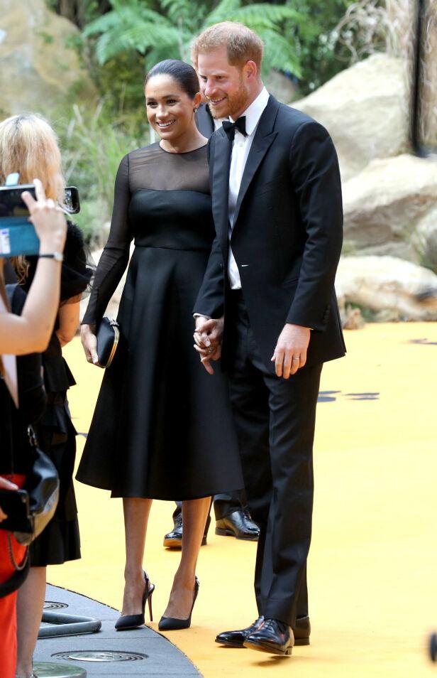 STILFULL: Som vanlig var hertuginnen stilig antrukket. Kjolen skal alene ha en prislapp på nærmere 37 000 kroner. Foto: NTB Scanpix