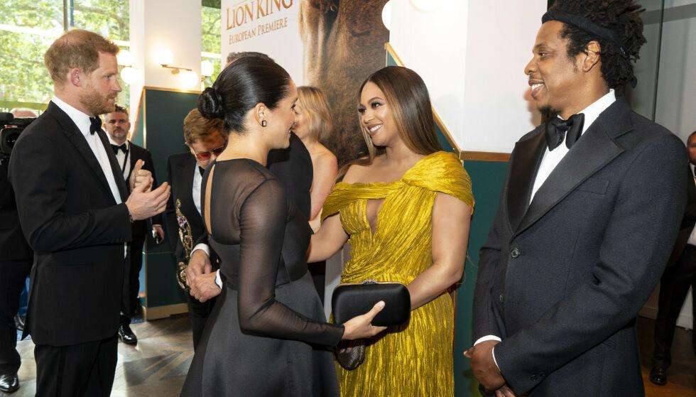 HILSER: Hertugparet tok seg naturlivis tid til å hilse på Beyoncé og Jay Z under premieren i London. Foto: NTB Scanpix