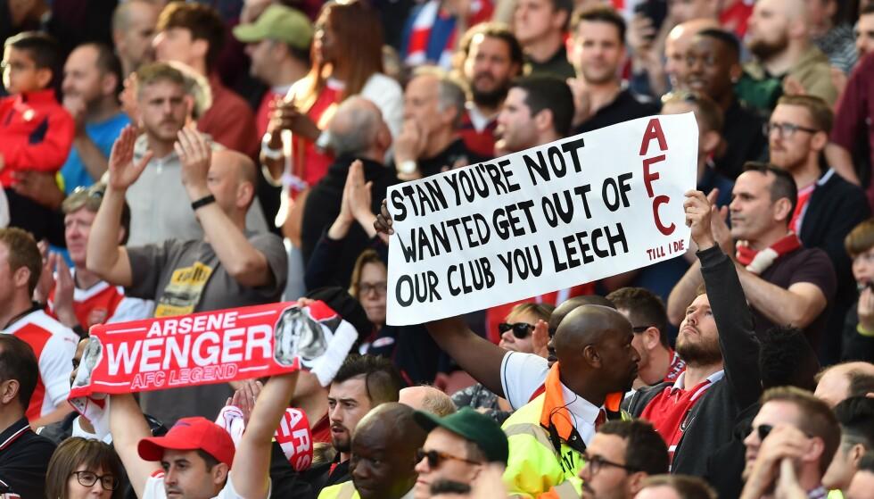 KRITISKE: Arsenal-supportere er svært negative til eier Stan Kroenke. Foto: Graham Chadwick/ANL/REX/NTB Scanpix