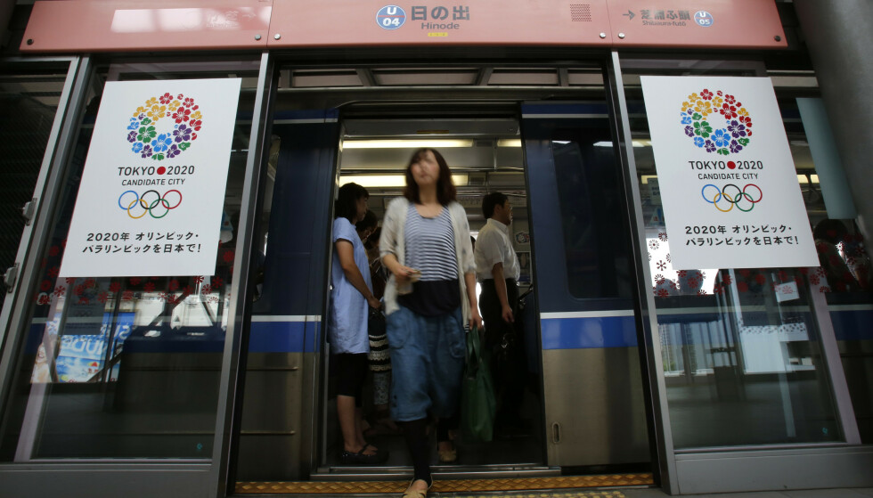TAR GREP: Japanske myndigheter ber arbeiderne om å jobbe hjemme under OL. Foto: Shizuo Kambayashi / AP Photo / NTB Scanpix