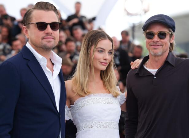 <strong>STJERNETRIO:</strong> Megastjernene Leonardo DiCaprio, Margot Robbie og Brad Pitt spiller sammen i «Once Upon A Time In Hollywood». Her avbildet på den røde løperen. Foto: NTB Scanpix