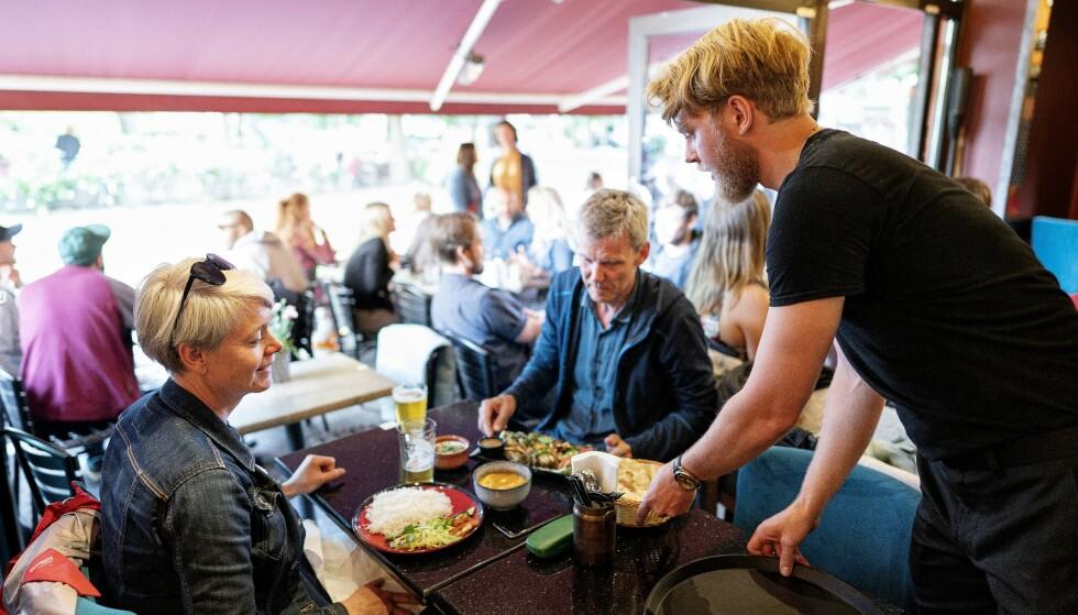 INDISK FARGEST: Theka er et nytt tilskudd til stedene med uteservering på Olaf Ryes plass på Grünerløkka i Oslo.