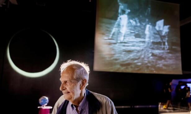 RIKT LIV: Han var 36 år gammel da Neil Armstrong tok det første skrittet på månen. Tandberg tror hendelsen har betydd mye for hans eget liv, og forteller at han og hans daværende kone blant annet i oktober 1969 ble invitert til lunsj på Slottet. - Til stede var kong Olav og hans kone, samt Neil Armstrong, Michael Collins og Buzz Aldrin med deres koner, forteller Tandberg. Foto: Frank Karlsen / Dagbladet